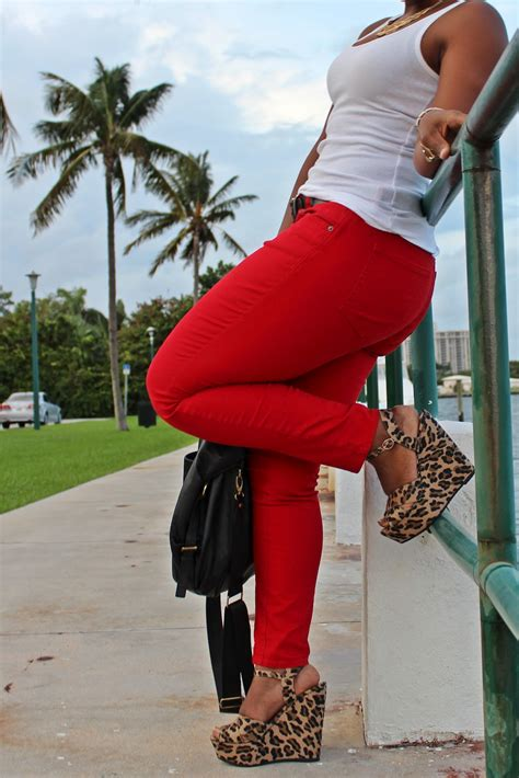 Weekend Wear: Old Navy Rockstar Jeans - Curves and Confidence