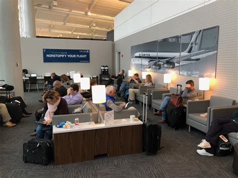 """New """"Pop-Up"""" United Club in Newark Airport - Live and Let"""