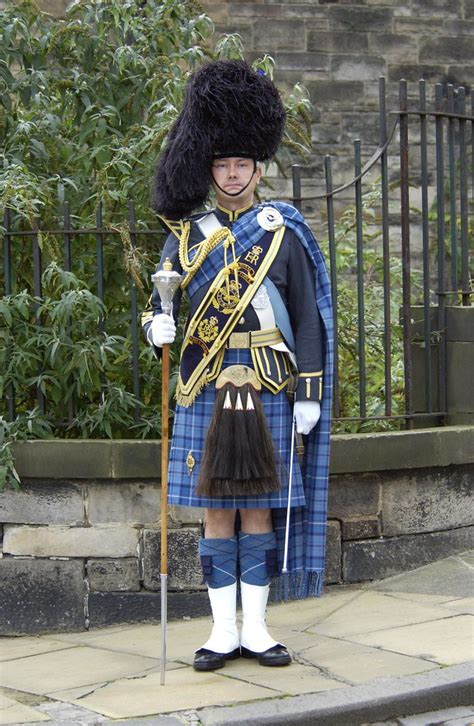 RAF Tartan | Images of the RAF Drum Major (Pipes and Drums