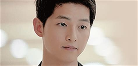 """6 Lines by Song Joong Ki in """"Descendants of the Sun"""" That"""